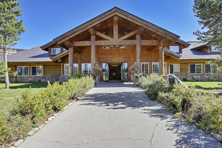 Headwater's Lodge and Cabins at Flagg Ranch