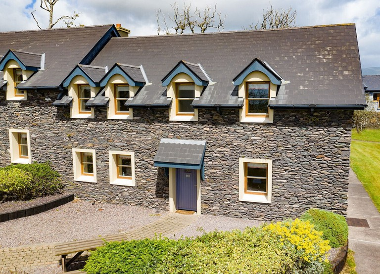 Dingle Courtyard Cottages – Type B_48954621