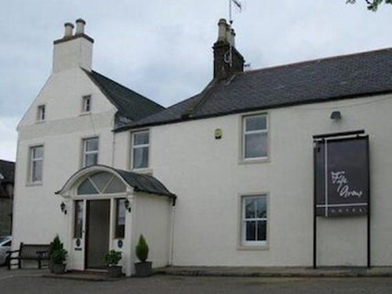 BRAEMAR ABERDEENSHIRE SCOTLAND THE FIFE ARMS HOTEL FROM STEPS OVERLOOKING THE CLUNIE RIVER