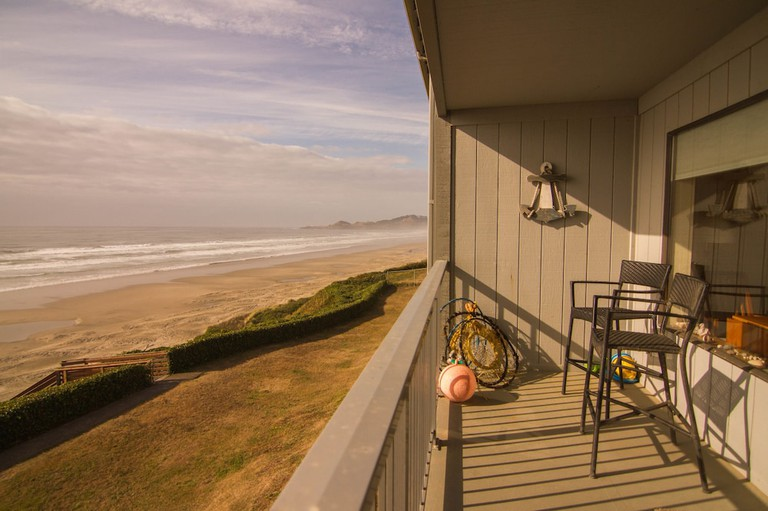 Nye Beach Condos & Cottages_a66f6f6c