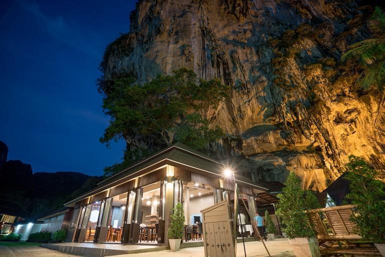 Guest rooms at the Tonsai Bay Resort