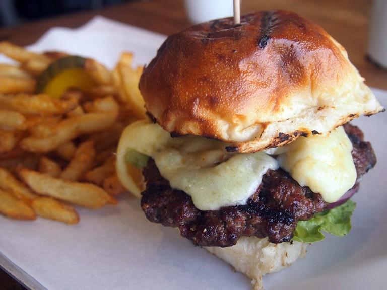 Burger at The Hub, St. Ives | ©Mike Fleming/Flickr