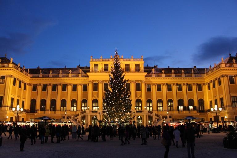 Christmas Market at Schönnbrunn Palace | Flickr © traveljunction
