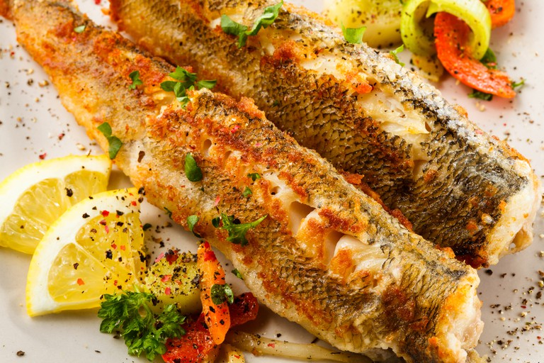 Fried fish and vegetables | © Jacek Chabraszewski/Shutterstock