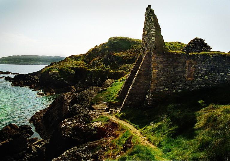 Ruins of Derrynane Abbey © Vin Crosbie/Flickr
