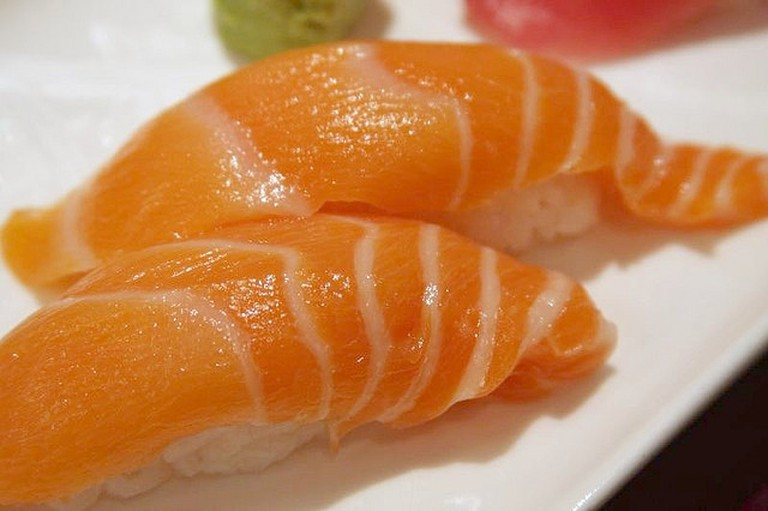 Salmon nigiri | © bluewaikiki/Flickr