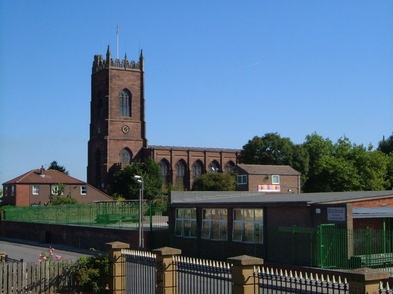 St. George's Church, Everton Early C19 church in commanding position. In the foreground is part of Beacon Primary School. | ©Derek Harper/WikiCommons