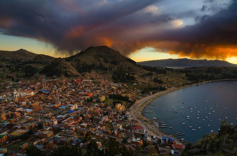 Cerro Carvalio View of Copacabana Bolivia © Adonis Villanueva / Shutterstock