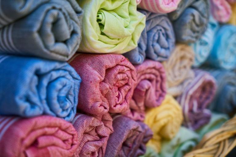 Textiles at a Bazaar | © Freepht/Pixabay