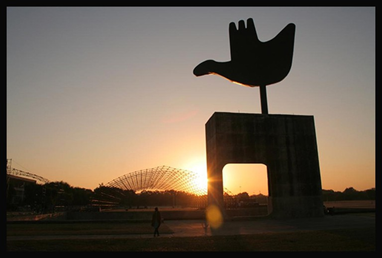 Open Hand Monument | © ShubhSingh/Flickr