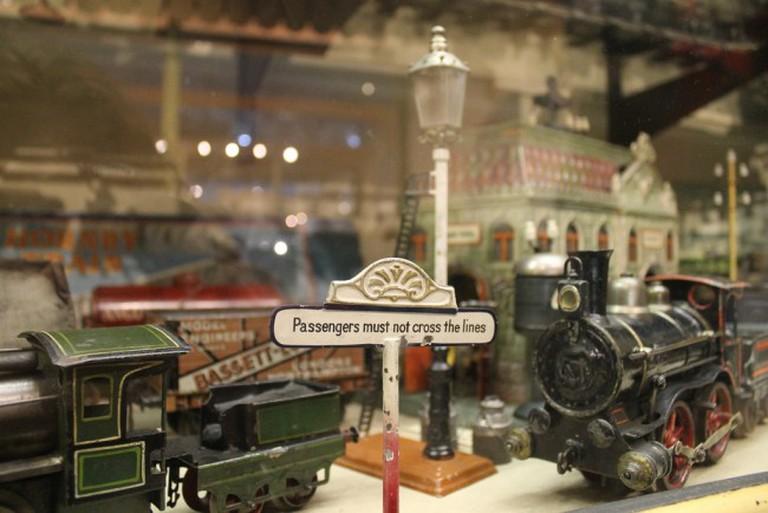 Passengers please note © Maggie Stephens/Flickr