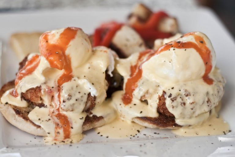 Eggs benedict with crab cakes   © Kai Chan Vong/Flickr