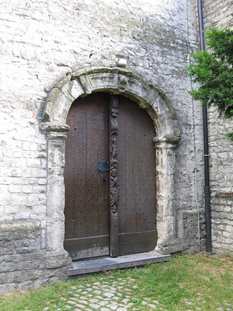 The side entrance of Saint-Lambert Church | © Grentidez/WikiCommons