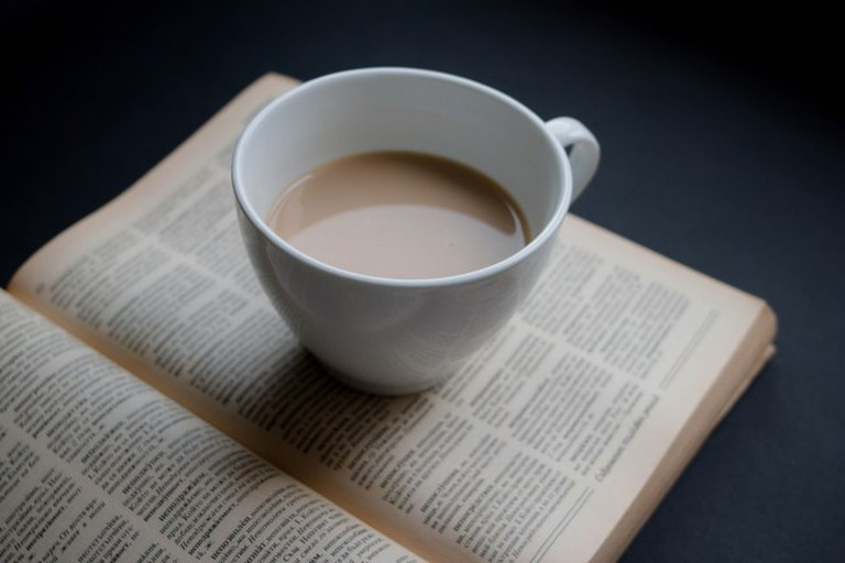 Curl up with a coffee and a book | © Marco Verch/Flickr