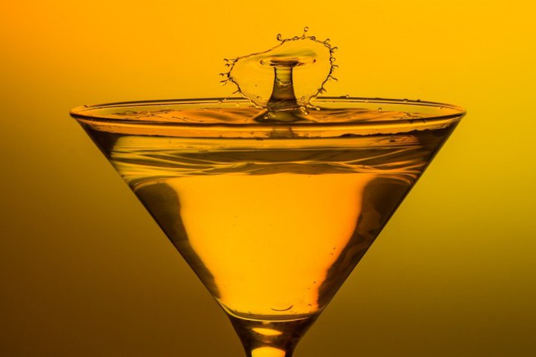 Enjoy a Martini at Waff | © bogitw/Pixabay