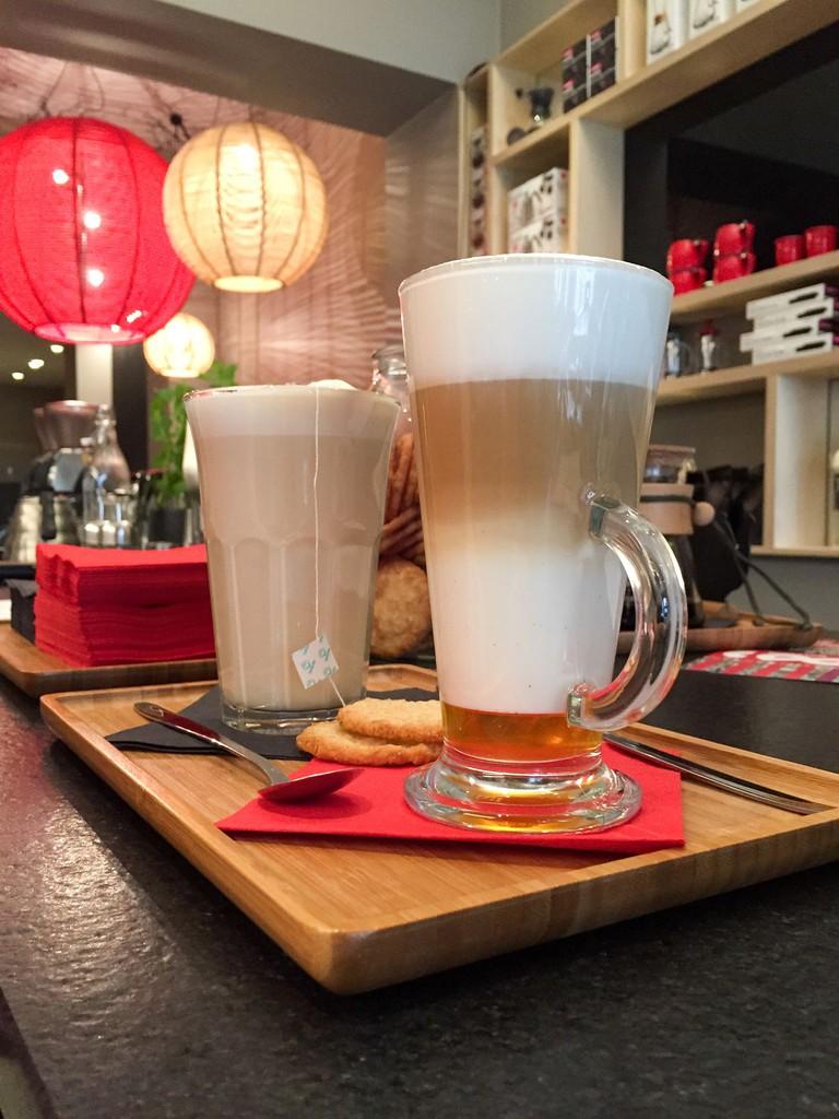 Chaï tea latte and latte macchiato with vanilla
