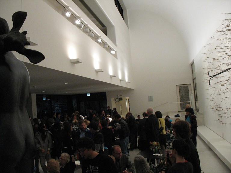 Inside art reception at the Smart Museum of Art | © David Hilowitz/Flickr