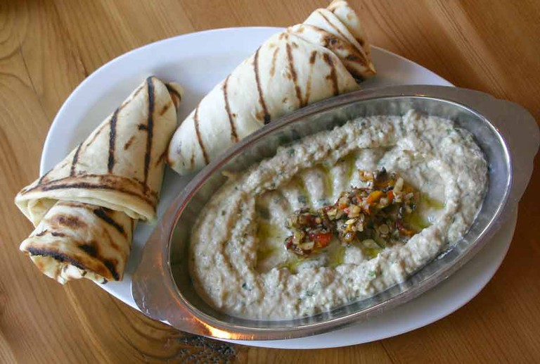 Fresh Bread and Hummus | Courtesy of Zaytune Grill