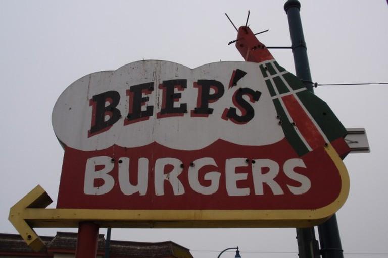Beep's Burgers Sign © Tom Hilton/Flickr