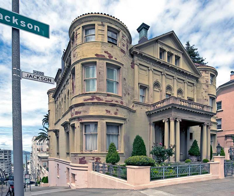 The romantic decay of Whittier Mansion | Courtesy of Noehill.com