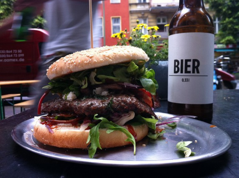 Burger und Bier |© Tim Lucas / Flickr