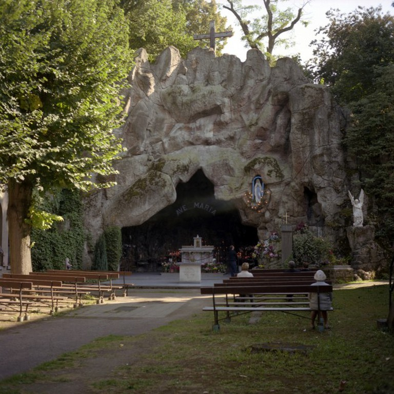 People still find their way to the Lourdes grotto in Jette to take a break from bustling city life   © Laurent Gauthier/Flickr