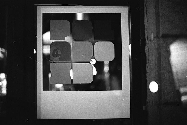 Polaroid Bar / © Simon Paterson / Flickr
