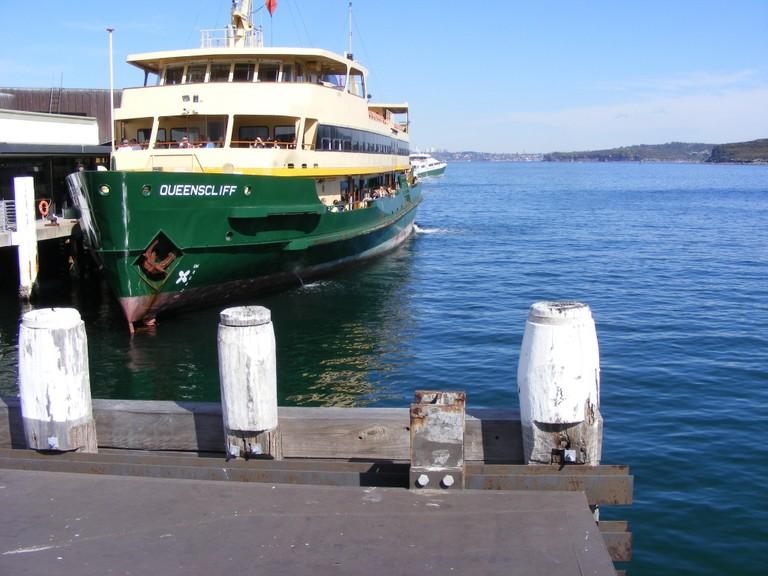 Ferry at the Pier | © Adam.J.W.C./wikicommons