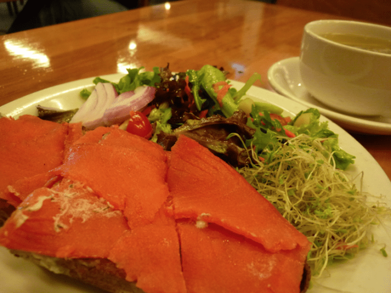 Healthy and savory brunch at The Plant Café Organic © kennejima/flickr
