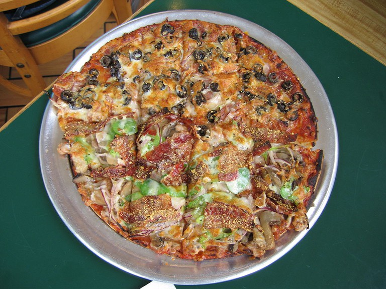 A St. Louis-style pizza   © Ch473/WikiCommons