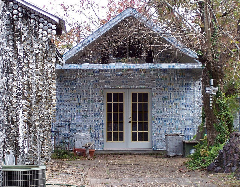 Beer Can House   © Joanna Poe/Flickr
