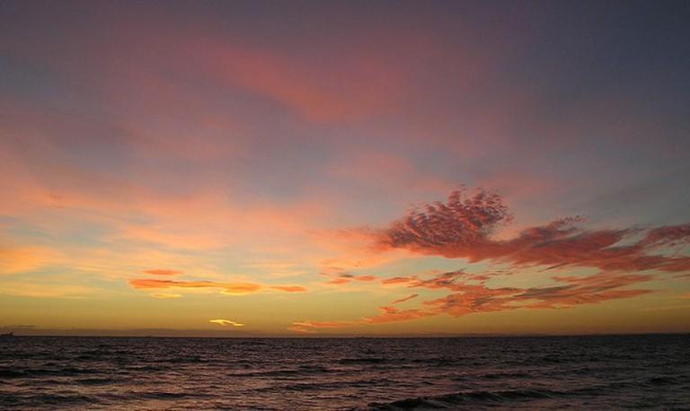 800px-Elwood_Beach_at_Dusk
