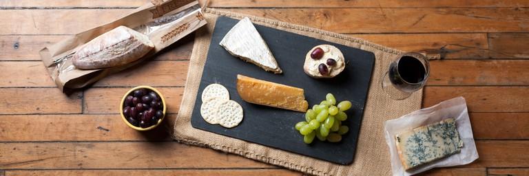 Wine & Cheese Platter © Jordan Johnson/Flickr
