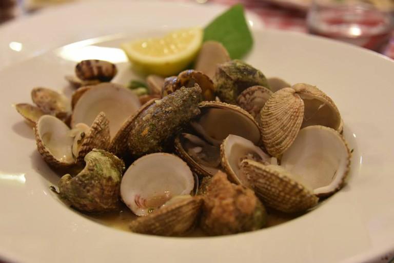 Dondole and mussels in white wine at Taverna De Amicis | Courtesy Taverna De Amicis