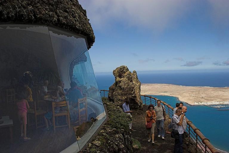 Mirador Del Rio on Lanzarote. La Graciosa can be seen in the background | © afrank99/WikiCommons