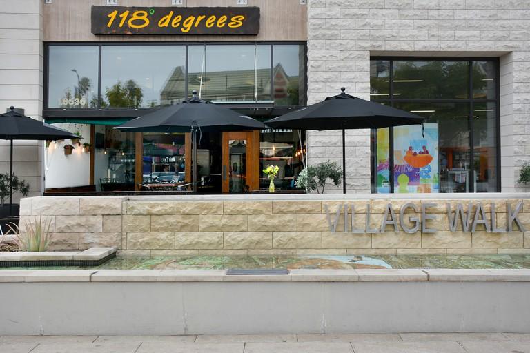 118 Degrees Tarzana, Los Angeles