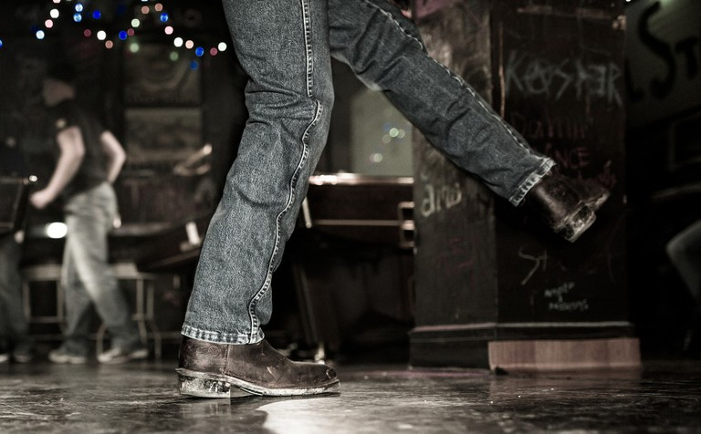 Two-Step | © Johnny Silvercloud/Flickr