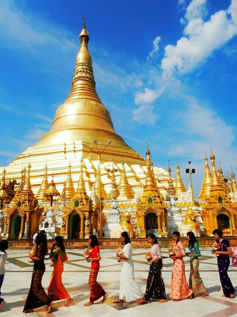 Offerings at the Shwedagon Pagoda © Kirsten Henton