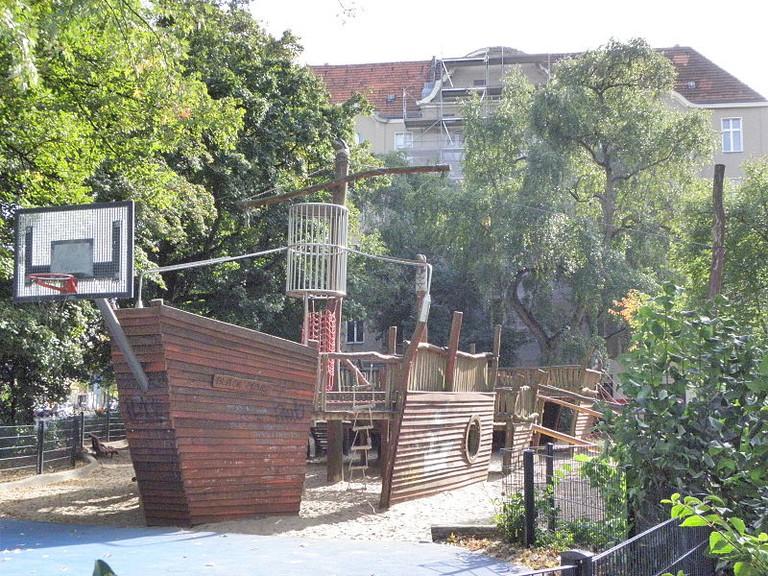 Piratenschiff Spielplatz | ©Monika Angela Arnold (=44penguins)/WikiCommons