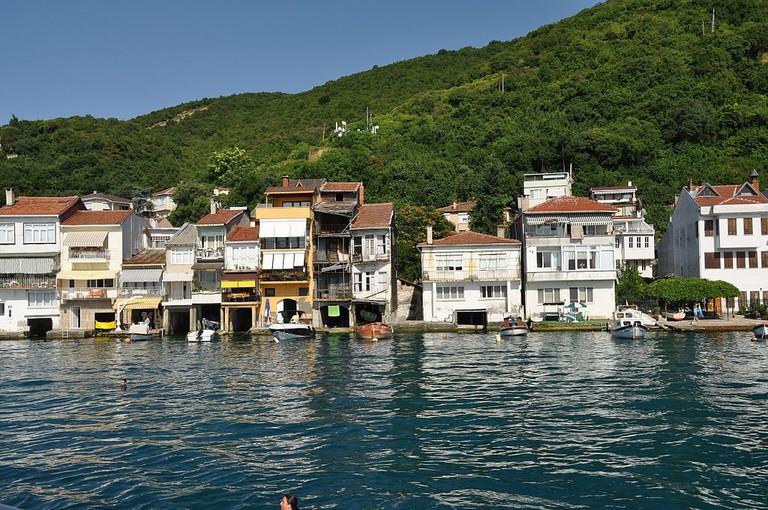 1024px-Bosphorus,_Anadolu_Kavağı,_Turkey_004