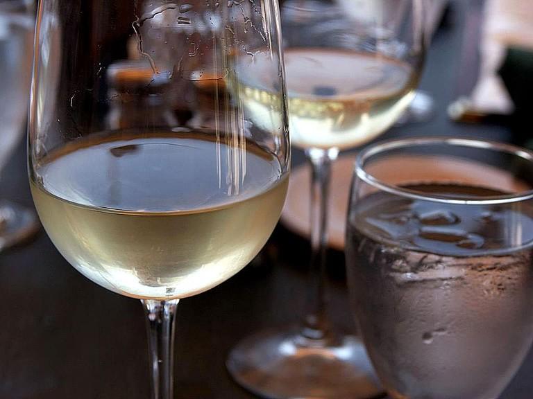 Glasses of wine|©Fæ/WikiCommons