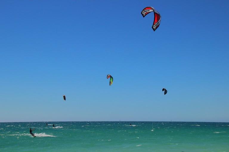 Kitesurfing off Pinnaroo Point | © Anthony Brewster / Flickr