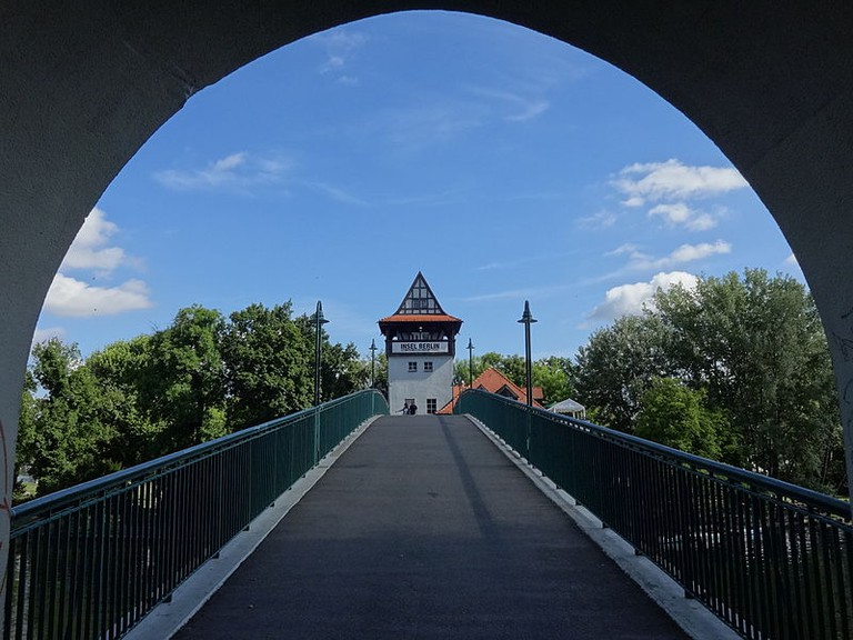bridge leading to Insel der Jugend   © Assenmacher/WikiCommons