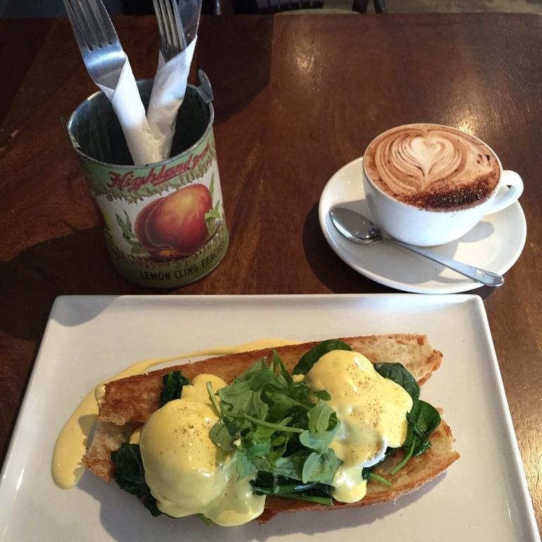Eggs hollandaise | © Happy P. / Yelp
