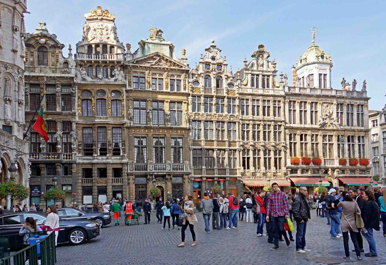 Close to forty ostentatious guild houses flank City Hall and the Broodhuis to exude Old World wealth at every turn   © Dennis Jarvis/Flickr