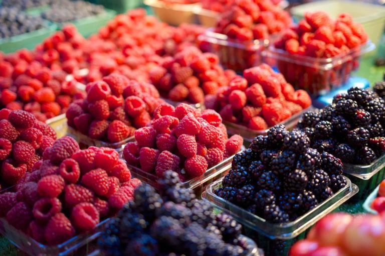 Raspberries and blackberries | © Eric Danley/Flickr