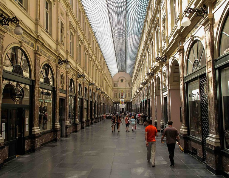 The modern city dweller's leisure time is well spent strolling down the Galeries Royales | © Francisco Angola/Flickr