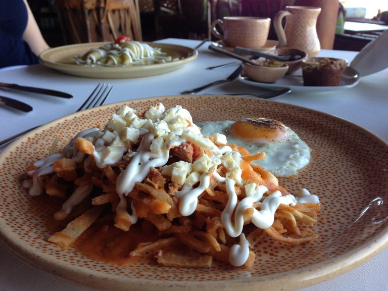 Chilaquiles with strips of tortilla | © Darren & Justine/Flickr