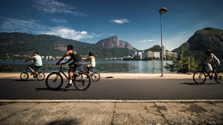 Lagoa cycle path  © Claudia Regina/Flickr