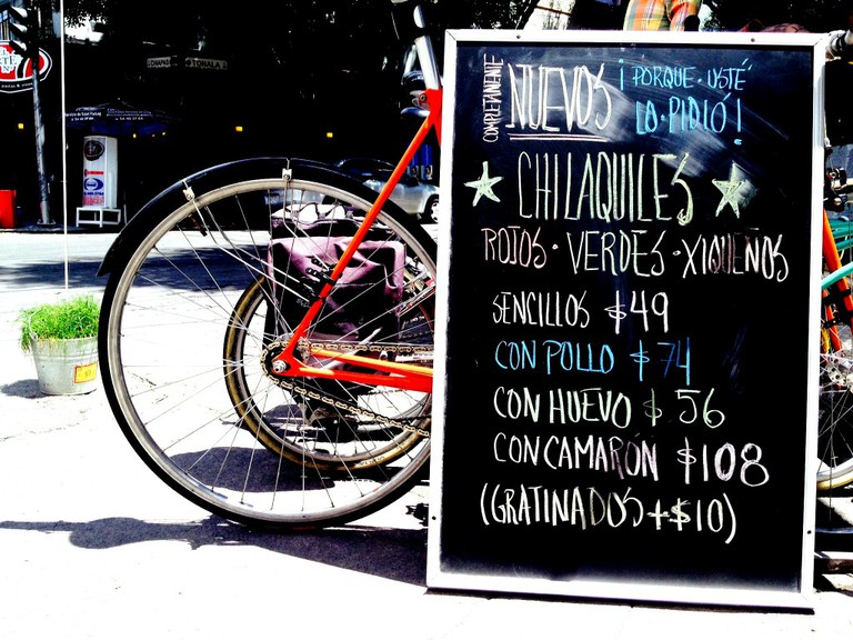 Advertising chilaquiles | © La Cadencia Lonchería/Flickr